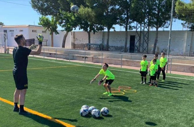Hector Pizana and players at the summer futbal course in Los Montesinos.