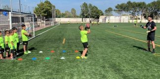 Hector Pizana training youngsters at his summer football school in Los Montesinos.