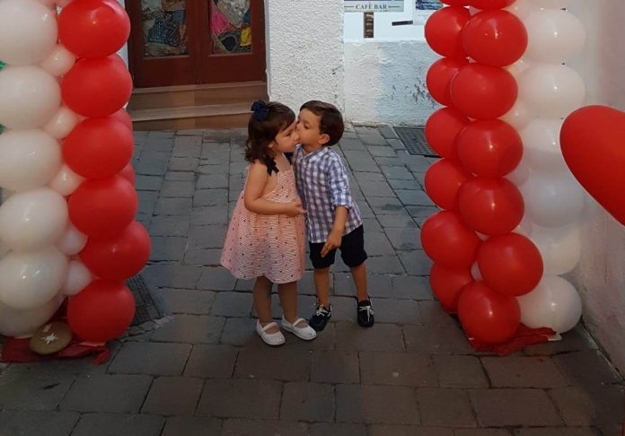 Mojácar gets ready for 'romantic night' with the most beautiful kiss at midnight