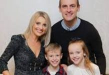 Oran Kearney and his wife Lauren with their two children. Photo: Twitter.