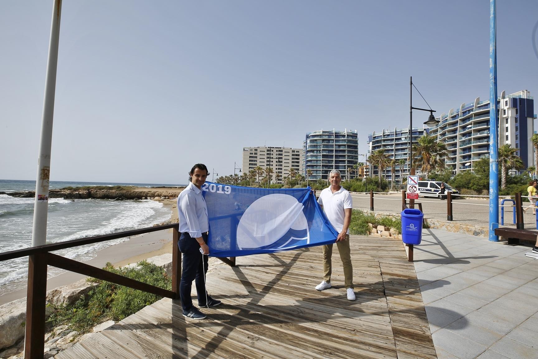 Torrevieja mayor Eduardo Dolón, and the councillor for Beaches, Antonio Vidal,