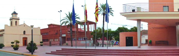 Opposition groups ask for office space in Montesinos town hall