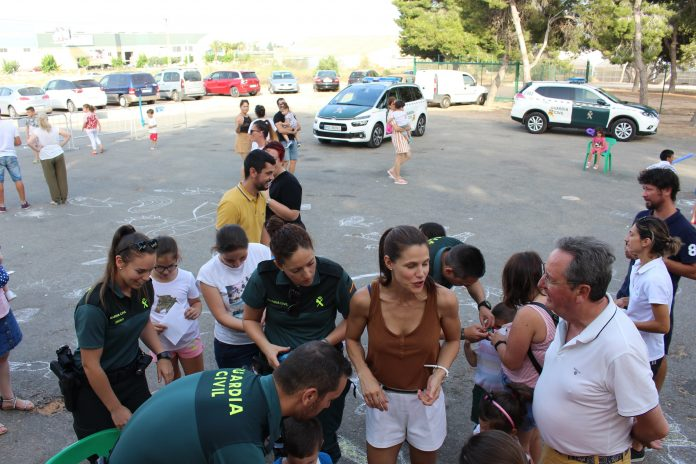 Guardia join in with children's end-of-course party