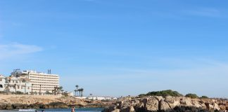 Man dies after overturning boat at Cala Capitán