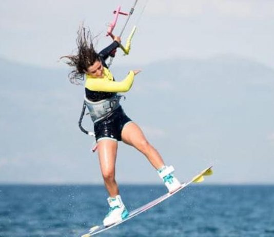 TOP BRAND SUR F-ONE TRY OUT THEIR LATEST GEAR ON MOJÁCAR BEACH