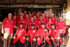 The 4 Chelsea Pensioners line up with members of the On Course Foundation