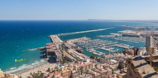 Alicante harbour and marina - By Diego Delso, CC BY-SA 3.0, https://commons.wikimedia.org/w/index.php?curid=33860789