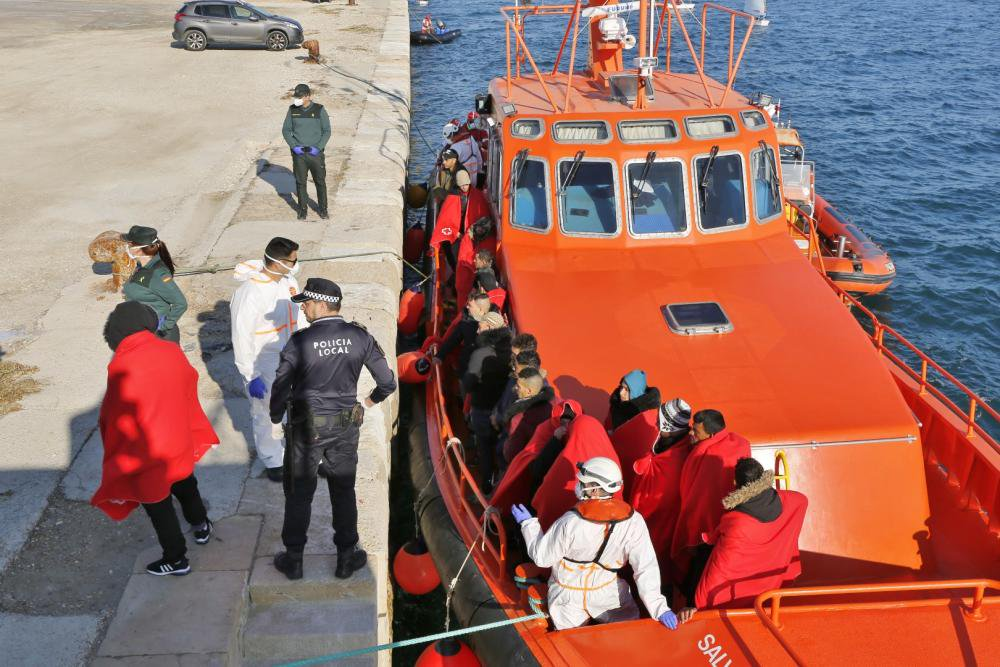 47 immigrants arrive in five boats on southern Costa Blanca