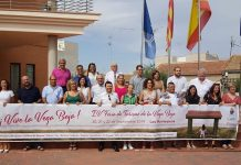 A UNITED VEGA BAJA: San Fulgencio's Mayor, José Sampere Ballester (third left front row) and Tourism Councillor, Darren Parmenter (far right back row) at the Tourism Fair photocall.
