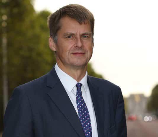 New British Ambassador Hugh Elliott arrives in Spain