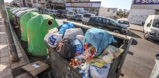 Tourist season peaks as Orihuela Costa streets flood with rubbish