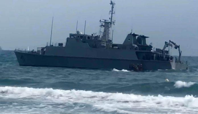 Spanish minesweeper runs aground during crashed jet salvage operation