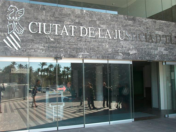 The courts of Justice in Elche under which the shooting occured.