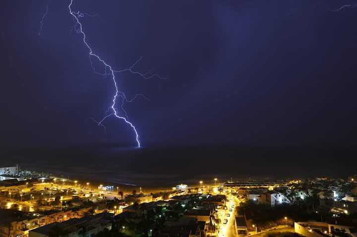 Photo of lightning lights up the Torrevieja sky on Monday evening.