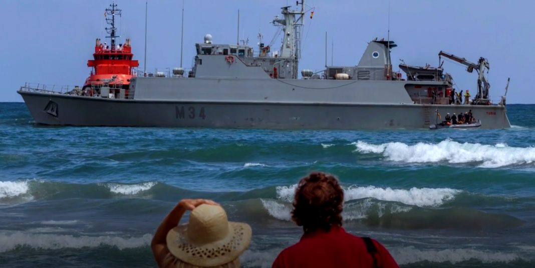 The Turia ran aground in the shallow water of the Mediterranean, close to La Manga strip.