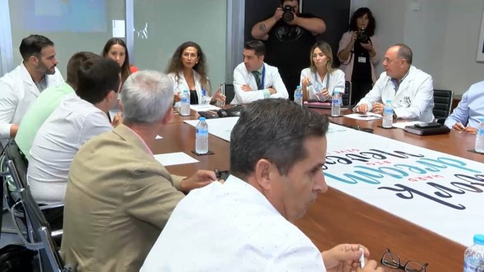 Meeting at Torrevieja Hospital between General Directors and Mayoral representatives of Vega  Baja