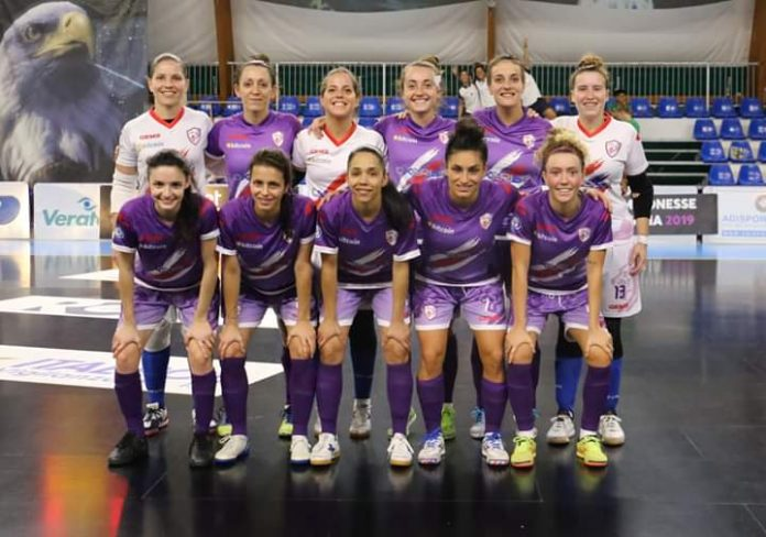 Marta Penalver (front, second from right) ahead of Futsal Florentia's Cup win. Photo courtesy: Francesca Pomposi.