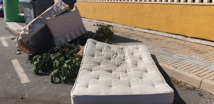Dumped mattresses cost Torrevieja council 160,000€ to collect