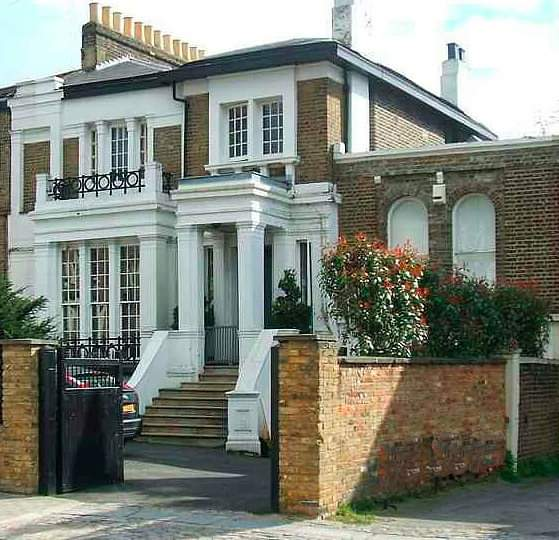 In the nineties Jessica and Brian Seaward purchased the house at auction