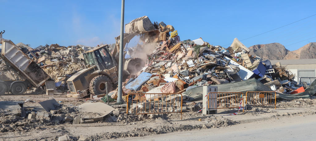 Orihuela collects 300 tons of household goods daily from flooded properties
