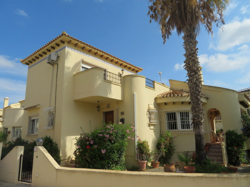 Detached 3 bedroom villa in Spain for sale on Las Ramblas Golf Resort, Orihuela-Costa