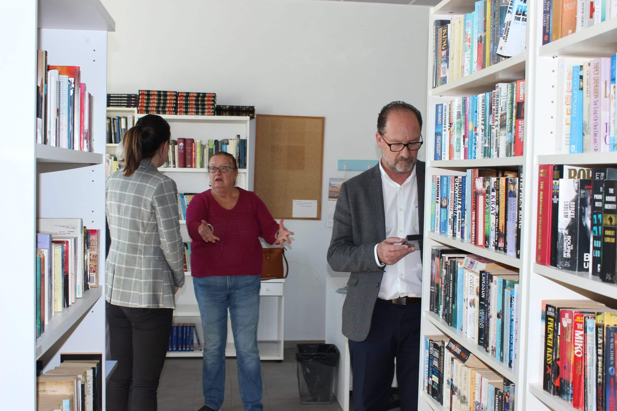 The mayor in the centre library