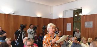 Spokesperson Josefa Herguezabal presented the question stating that there has been no movement on the reopening since the centre was closed by the previous PP council at the end of last March.