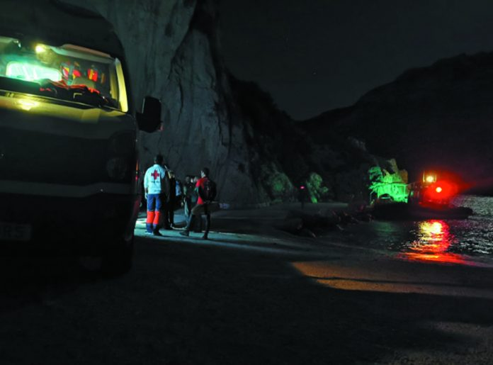 Guardia Civil helicopter service rescue 21 people from cave