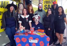 The staff of the store in Lomas de Cabo Roig dressed for Haloween