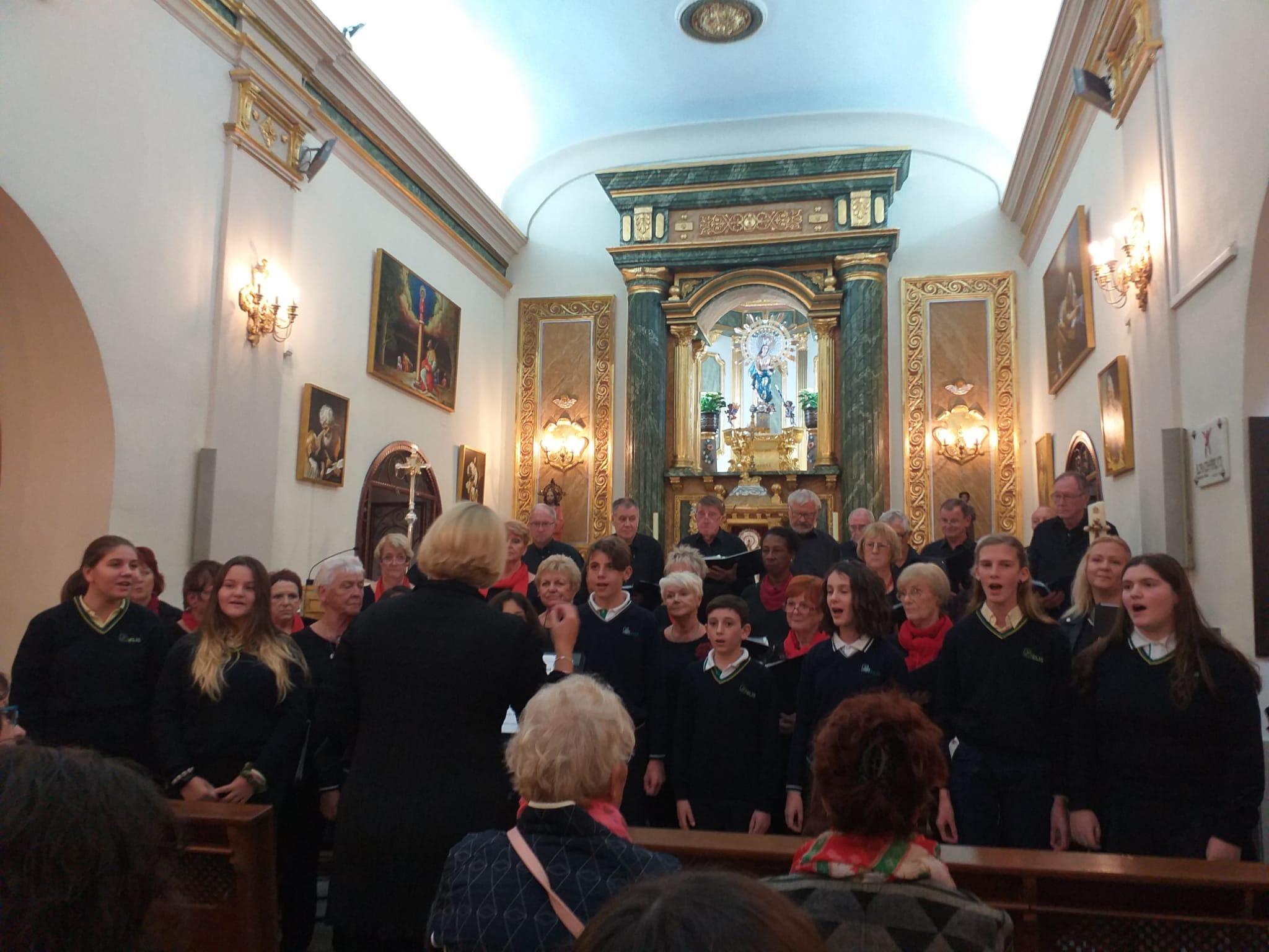 Andante International Choir and ELIS Choir singing in Los Montesinos Catholic Church