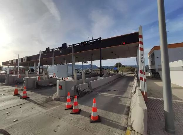 REMOVAL OF AP-7 TOLL BOOTHS UNDERWAY