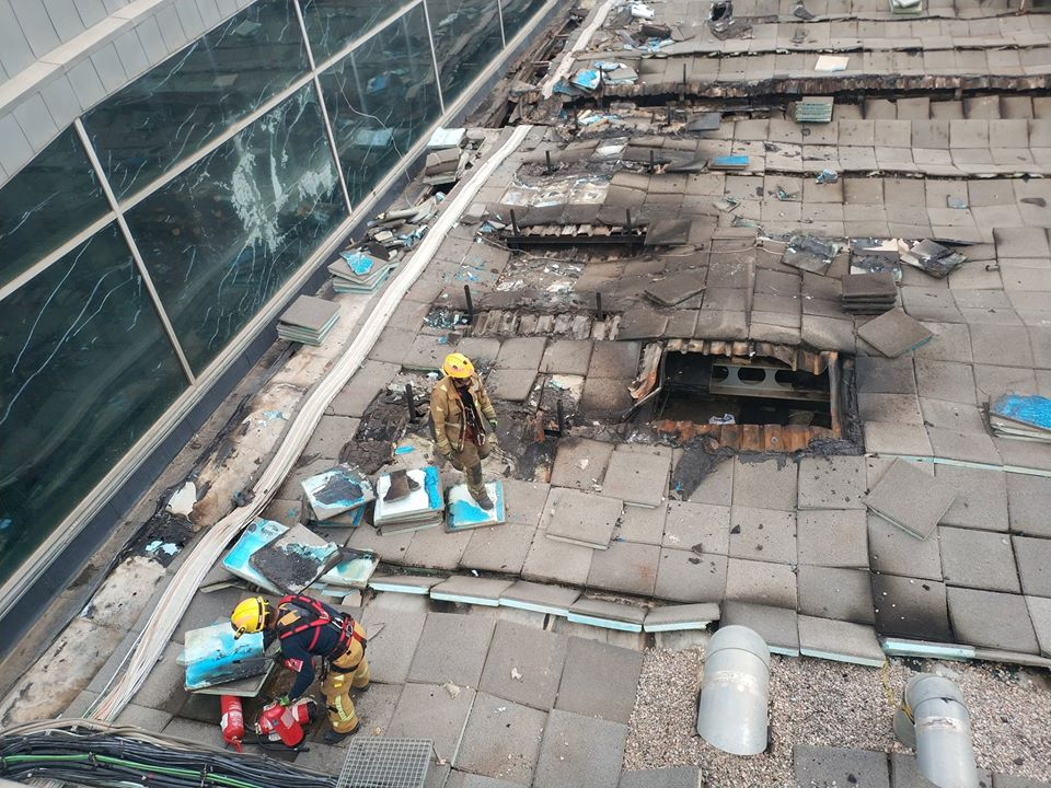 The debris on Alicante airport roof