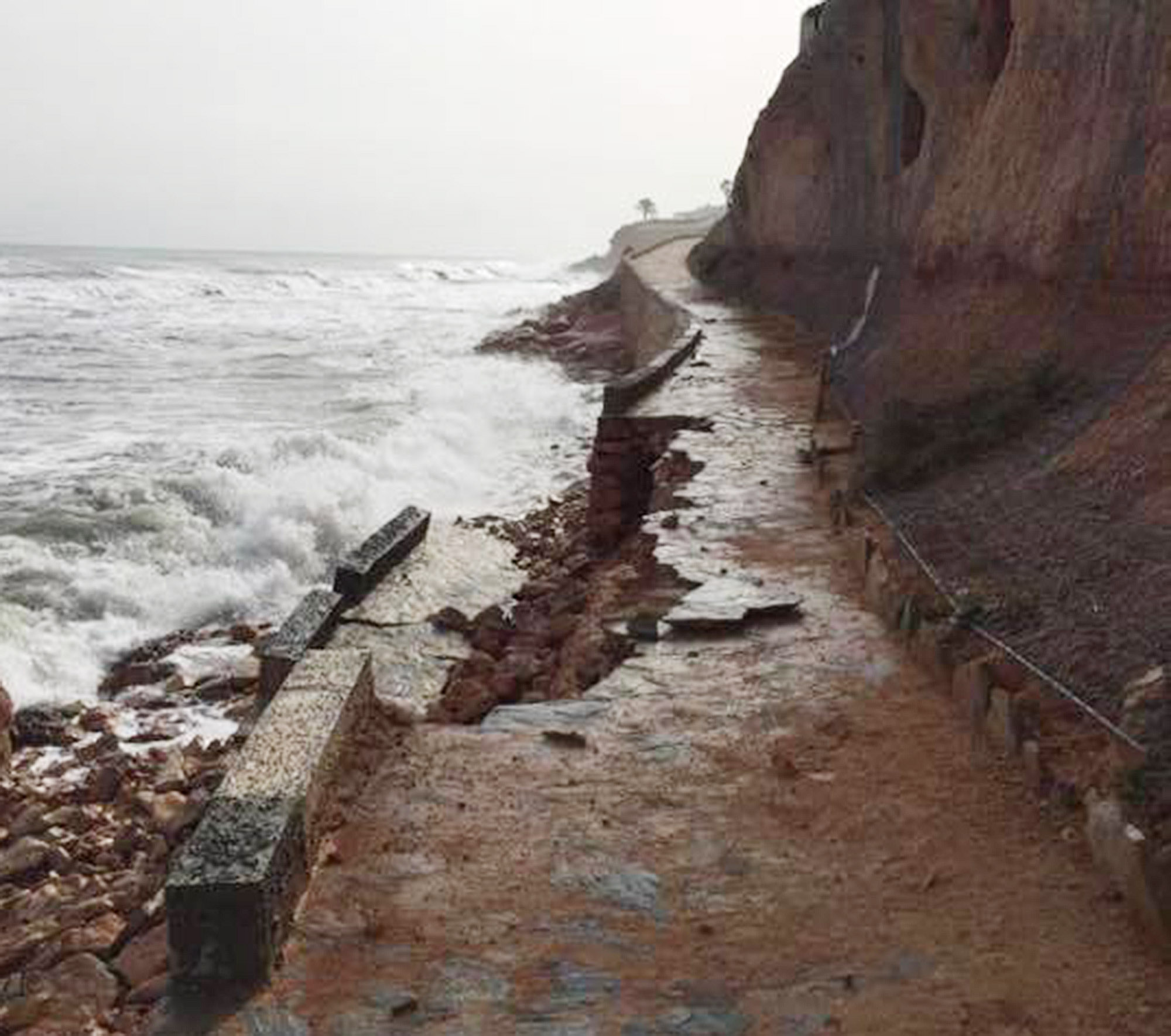 The force of the waves also caused significant damage on the promenade between Cabo Roig and Cala Capitán in Orihuela Costa