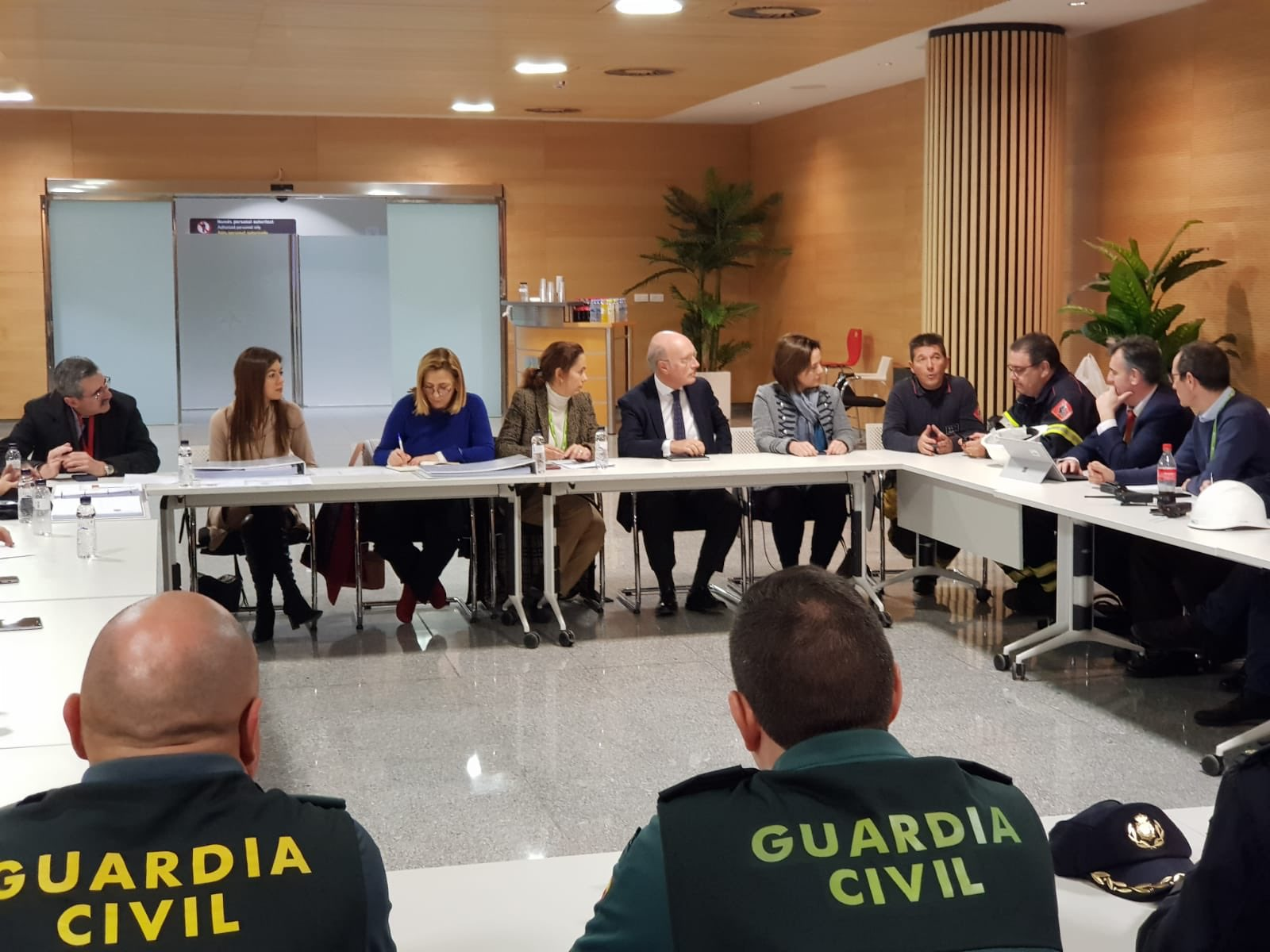 The crisis cabinet formed at Alicante airport