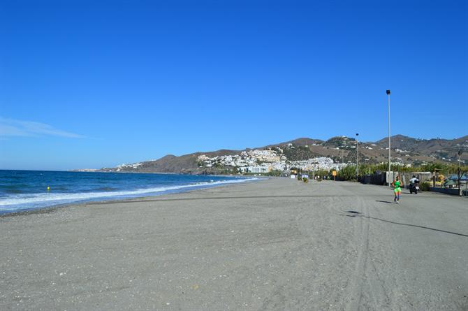 Three Moroccans arrested smuggling drugs into Spain on El Playazo beach in Nerja