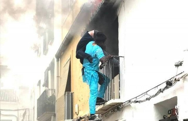 Spain grants residency to undocumented migrant who saved disabled man in Denia house fire