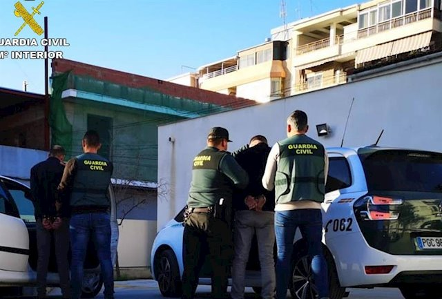 Costa Blanca arrests following thefts from nine cars