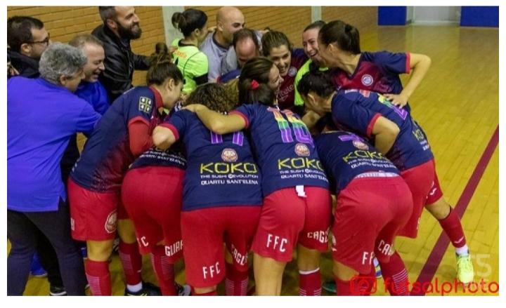 Marta's teammates celebrate her hat-trick against Ragusa in Serie A. Photo: Futsalphoto.