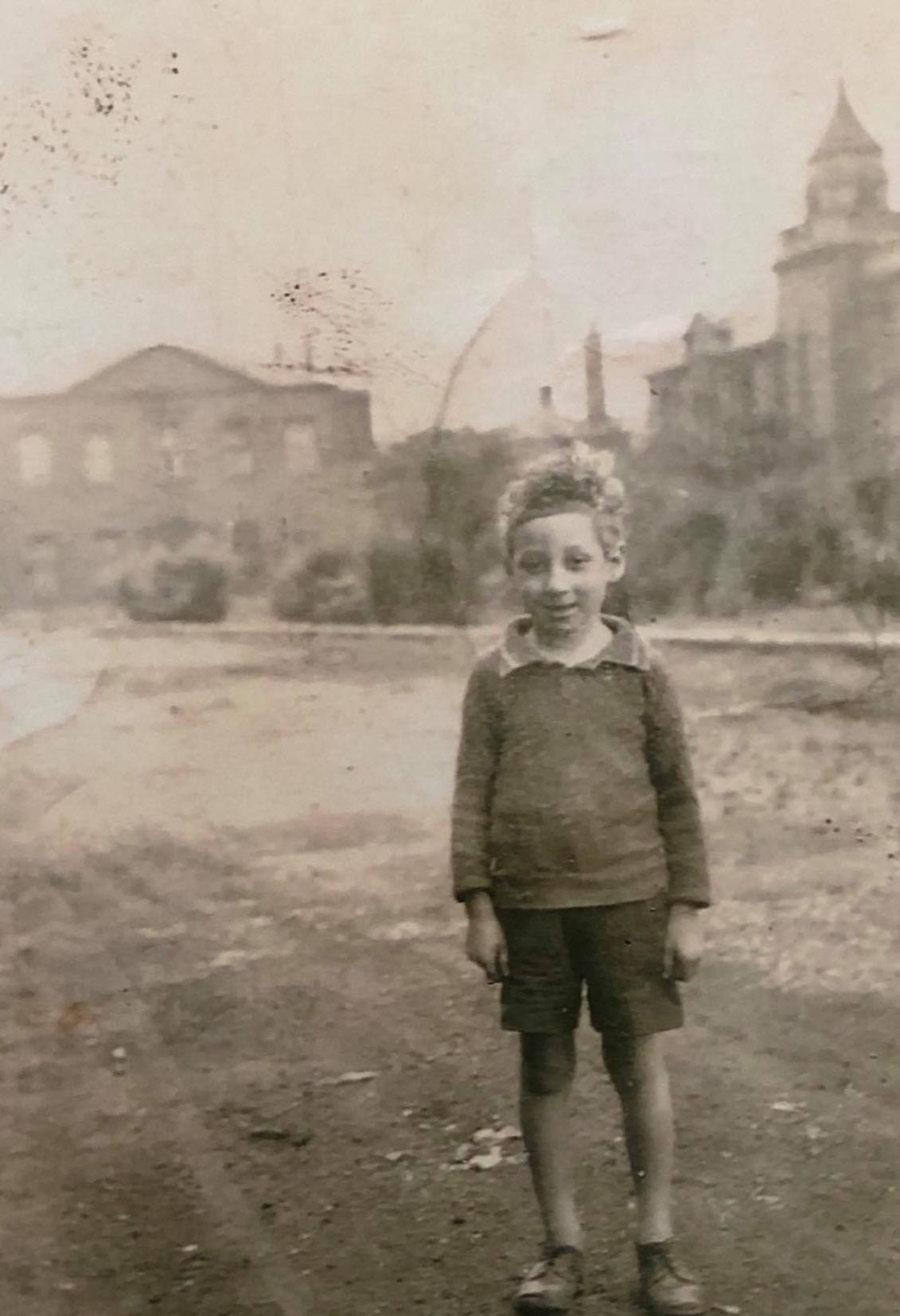 Freddie Davies, aged 5. (C).