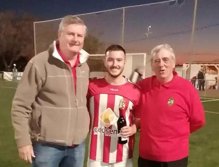Erling (left) sponsor of CD Montesinos with Treasurer Howard Yeats. Photo: Full Monte SC.
