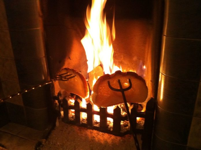 Toast by the fire in Los Montesinos - childhood memories