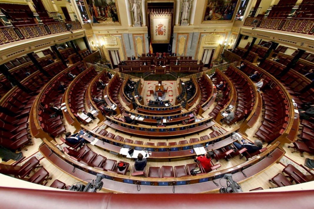 The bill to extend the state of emergency was enacted by a near empty congress