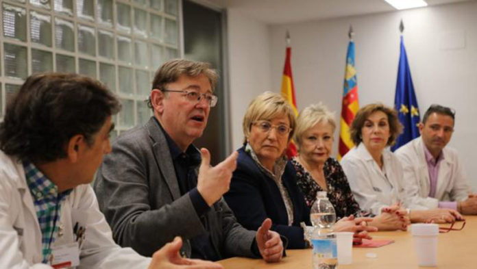 Puig and Barcelo with health professionals