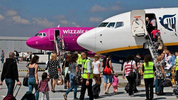 Which Magazine has slammed Ryanair and Wizz