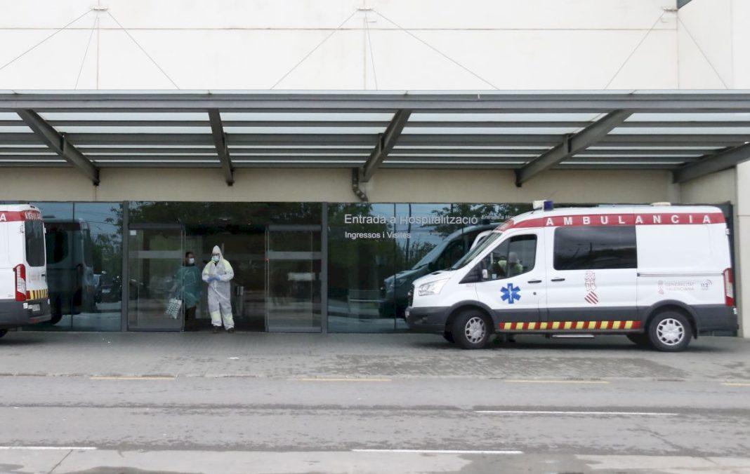 Spain registers the first slight decrease in deaths of the week