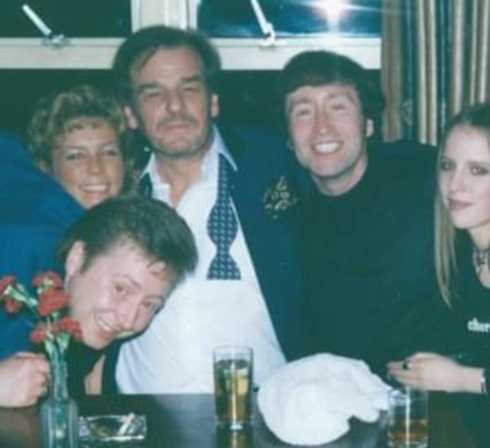 Gary Gibson Lennon (right) next to Keith Floyd (centre).