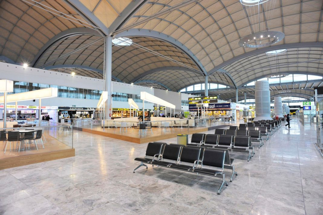 Alicante-Elche airport reopens to International traffic