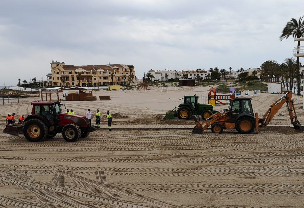 Street and beach cleaning intensifies on Orihuela Costa