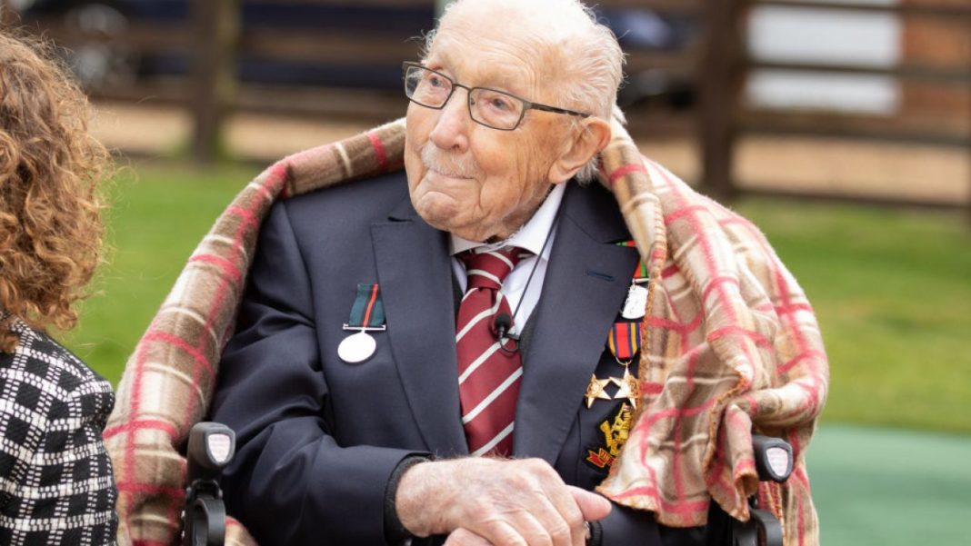 NHS fundraiser Captain Tom Moore is to be knighted