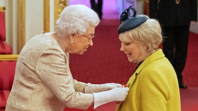The Queen wore gloves as she awarded actress Wendy Craig with a CBE, prior to the COVID-19 lockdown in March.